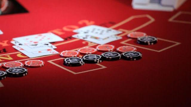 เล่นบาคาร่าออนไลน์ได้เงินจริงที่เมย์แฟร์คาสิโนลอนดอนโต๊ะบาคาร่า
